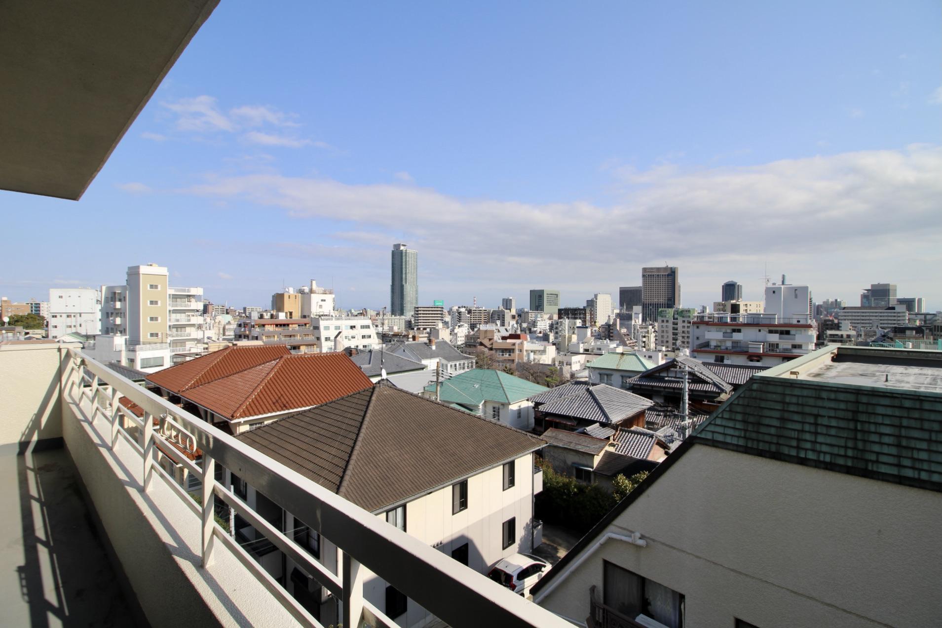 寝転ぶと空しか見えない (神戸市中央区北野町の物件) - 神戸R不動産
