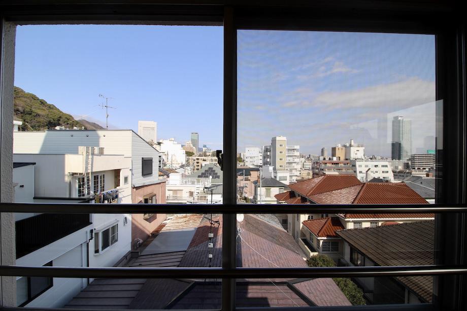 キッチン横の窓からの眺めも良し