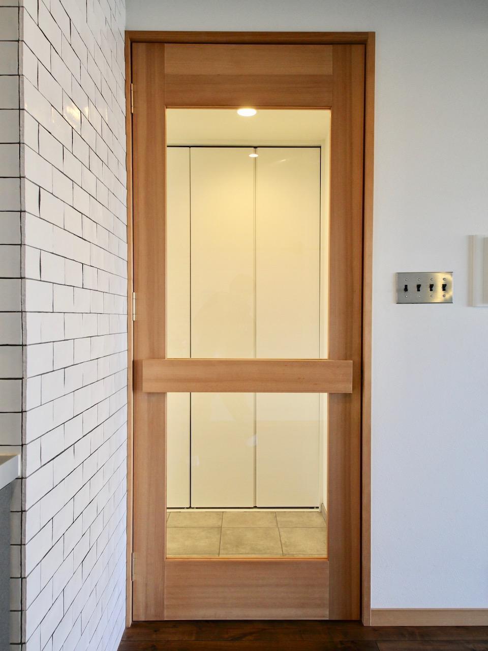 無垢のリビングドア