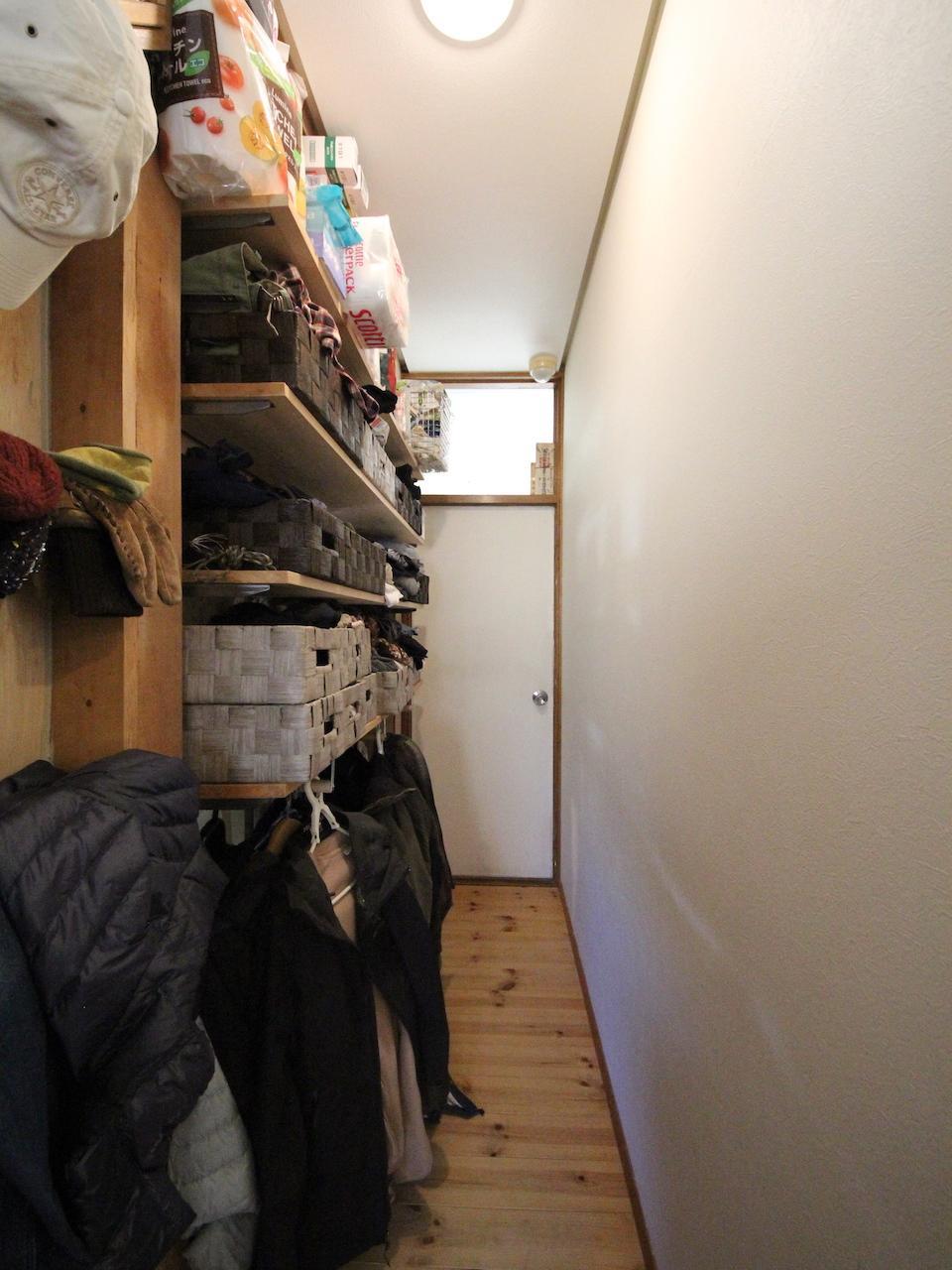 収納を兼ねた廊下