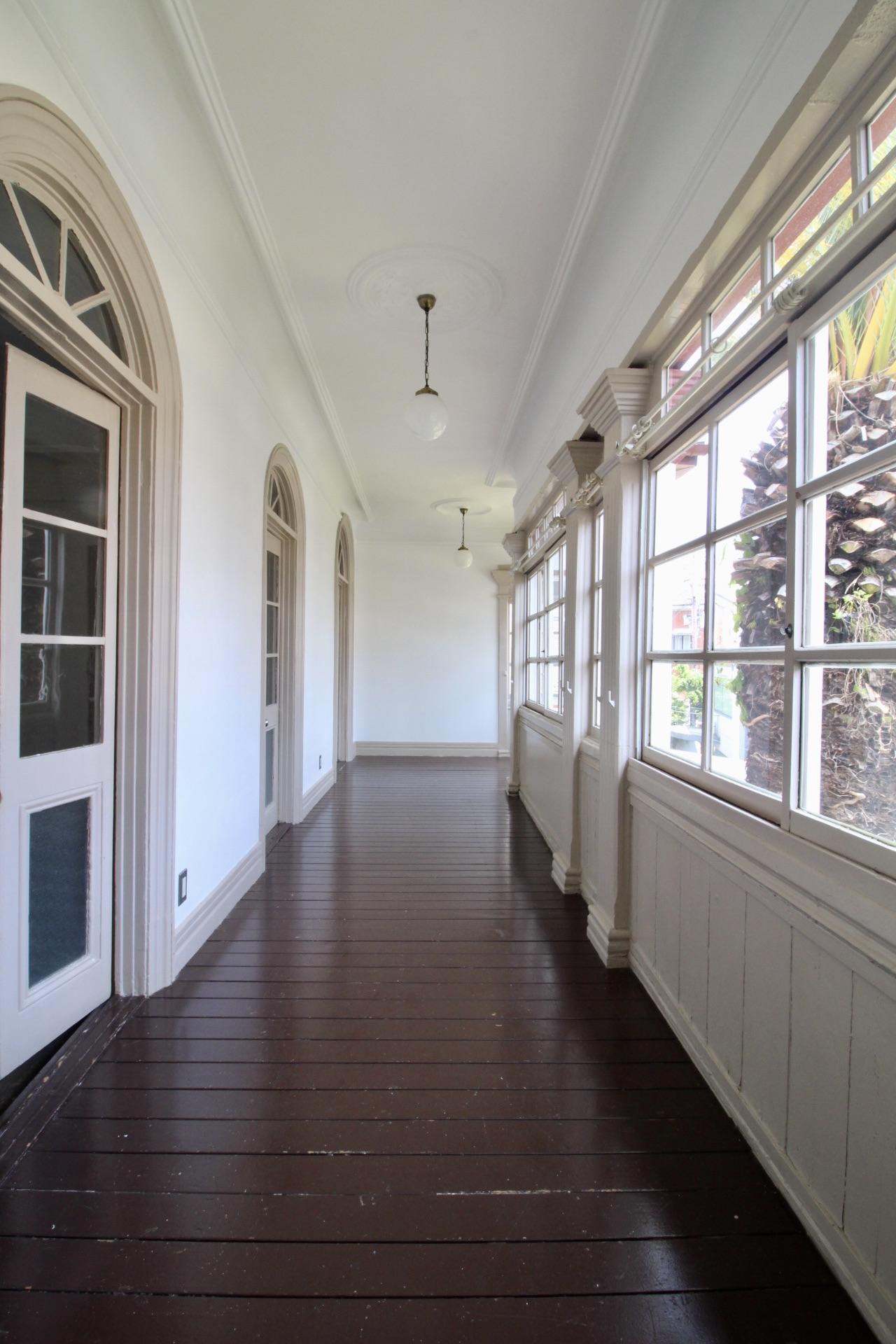 天井も高く開放的で優雅な2階サンルーム