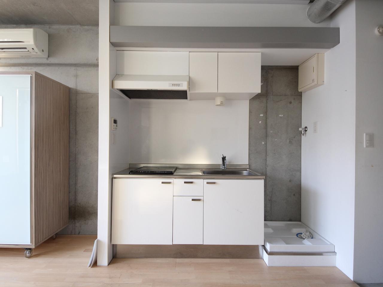 キッチンは一人暮らしにちょうどいい大きさ