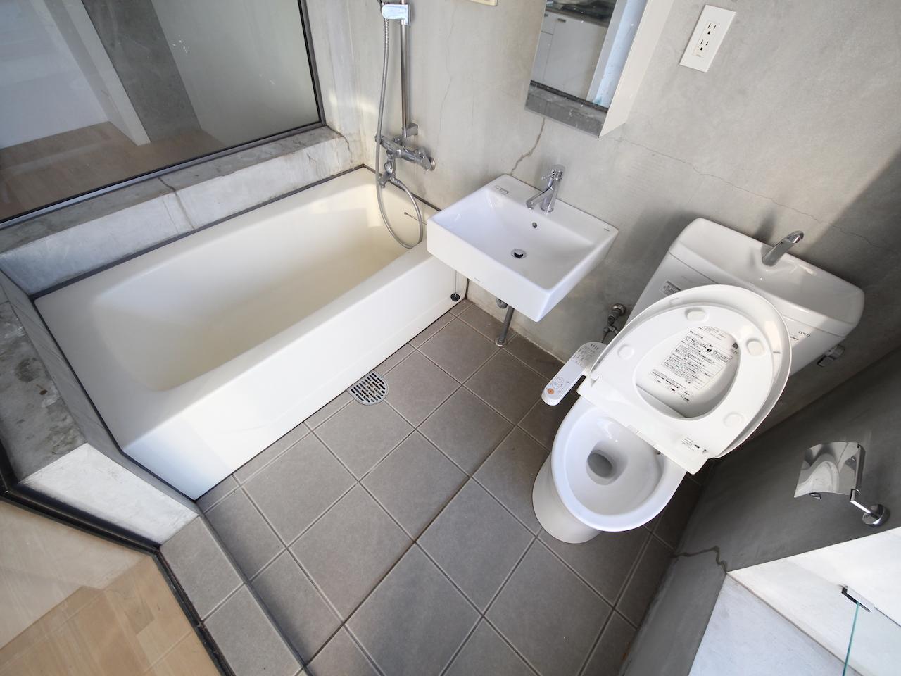浴槽は一人暮らしにしては広め