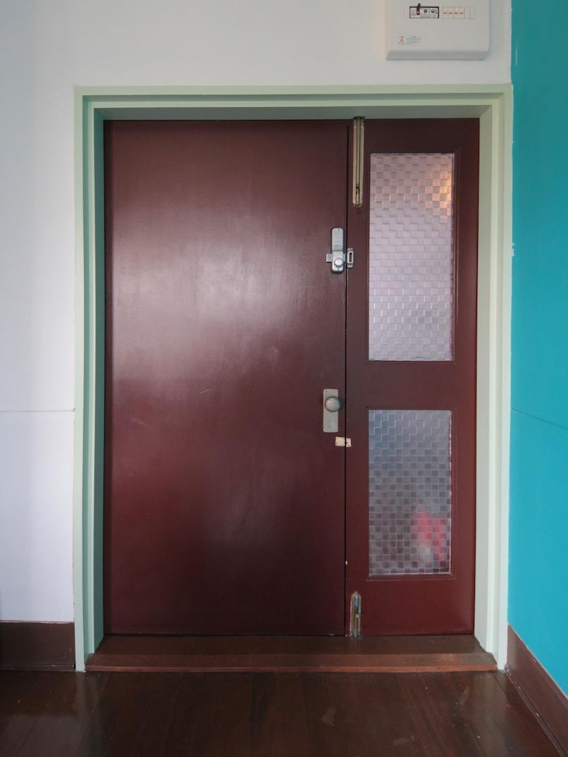塗装仕上げのドア ナンバーキー施錠