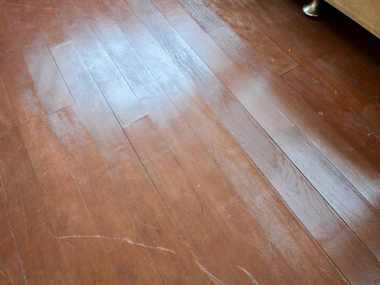 床はオリジナルのレトロ感あり