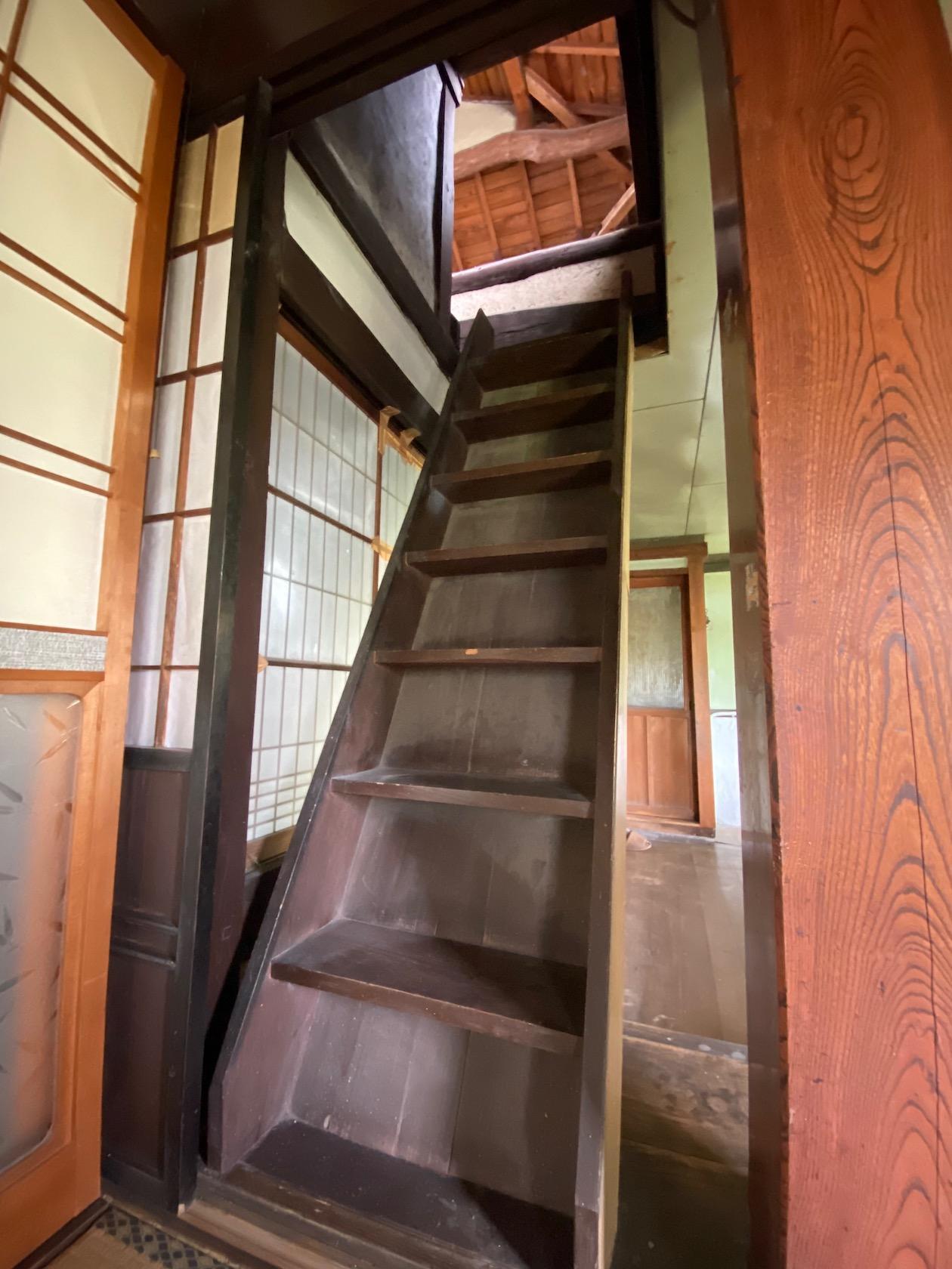 古民家あるあるの急な階段