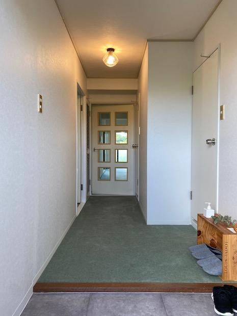 玄関扉を開けた瞬間から良きレトロ感に溢れてます。