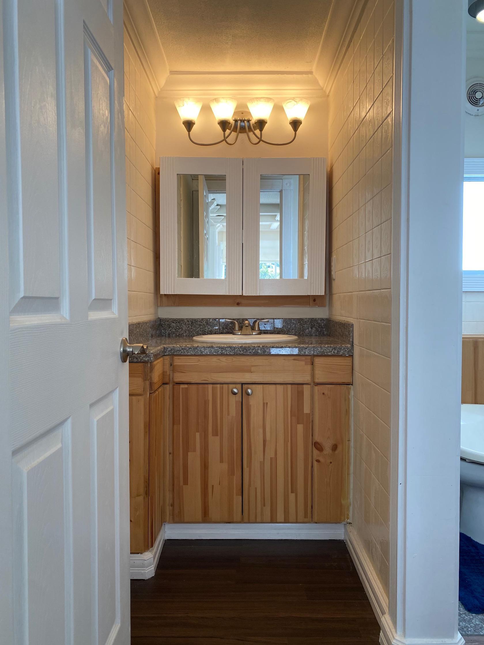 1階トイレ横の洗面スペース