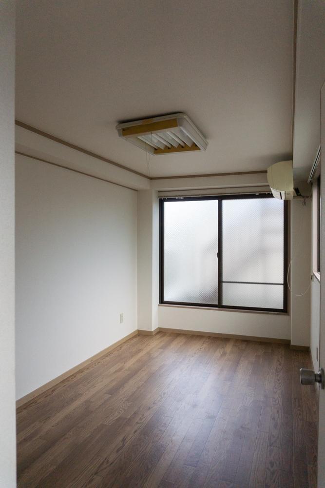 4階は少し小さめの洋室