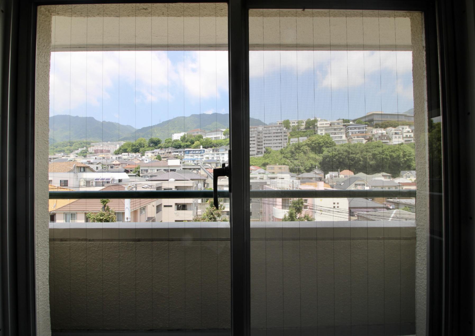 北側洋室から六甲山