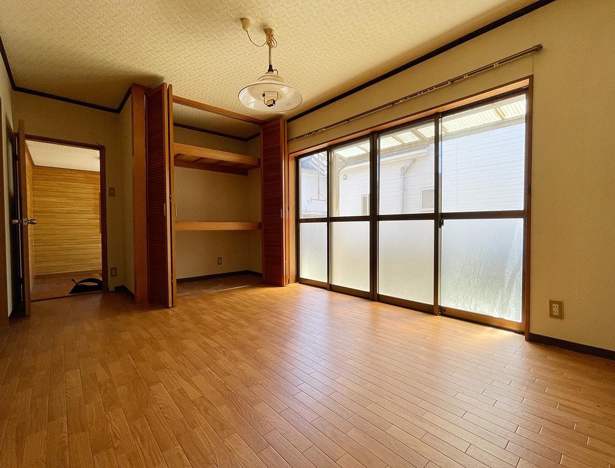 南側洋室、明るいです。