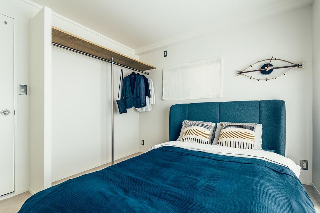 約6.5畳のコンパクトな寝室