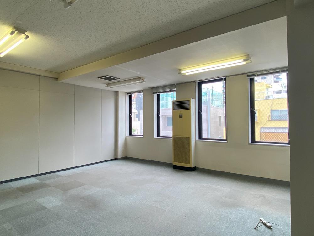 シンプルなオフィス空間(208号室)