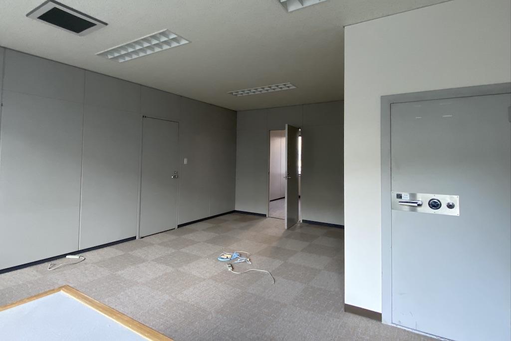 壁紙、床は新調されました