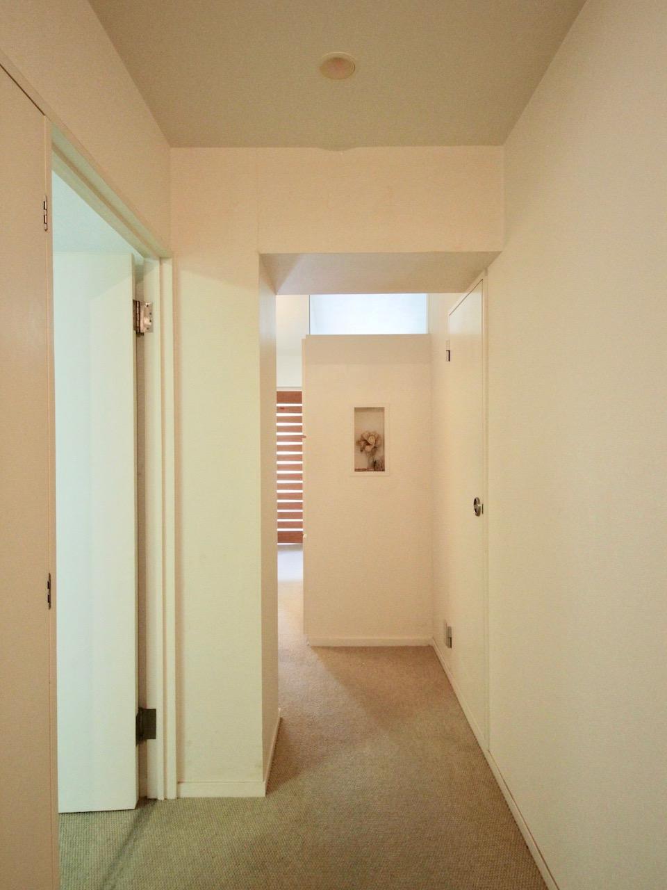 リビングからの光が廊下にふんわり届く