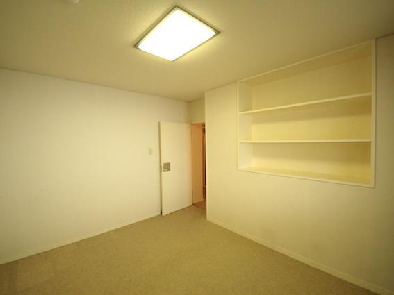 洋室 造り付けの棚あり