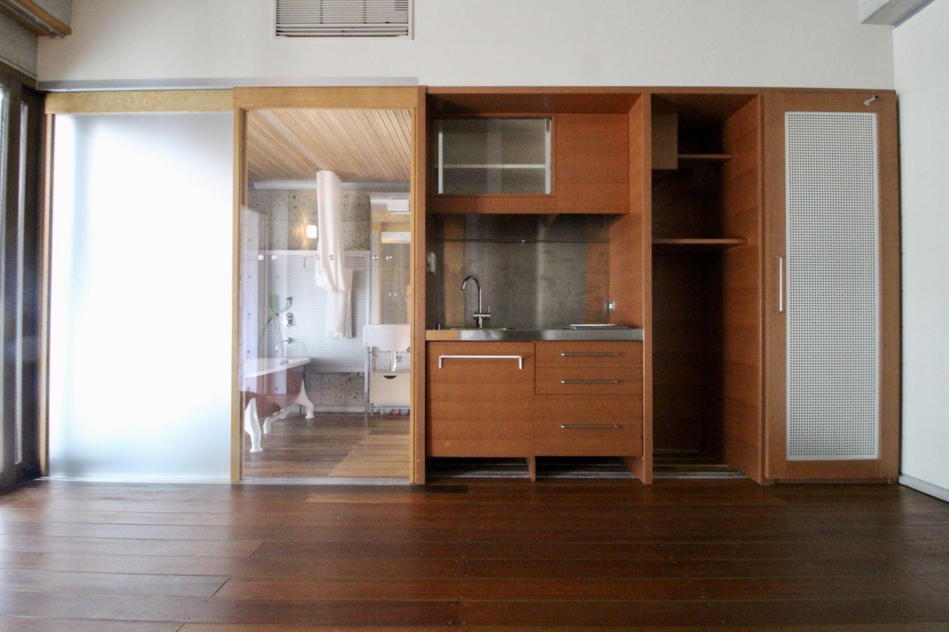 オリジナルの木製建具や造作家具