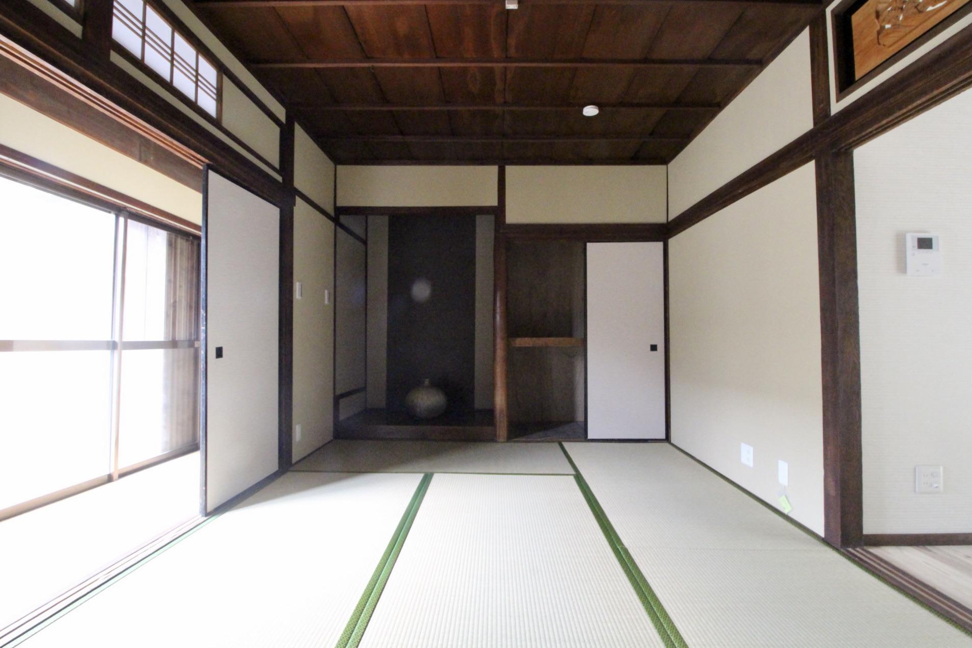 本格的な床の間も健在(101号室)