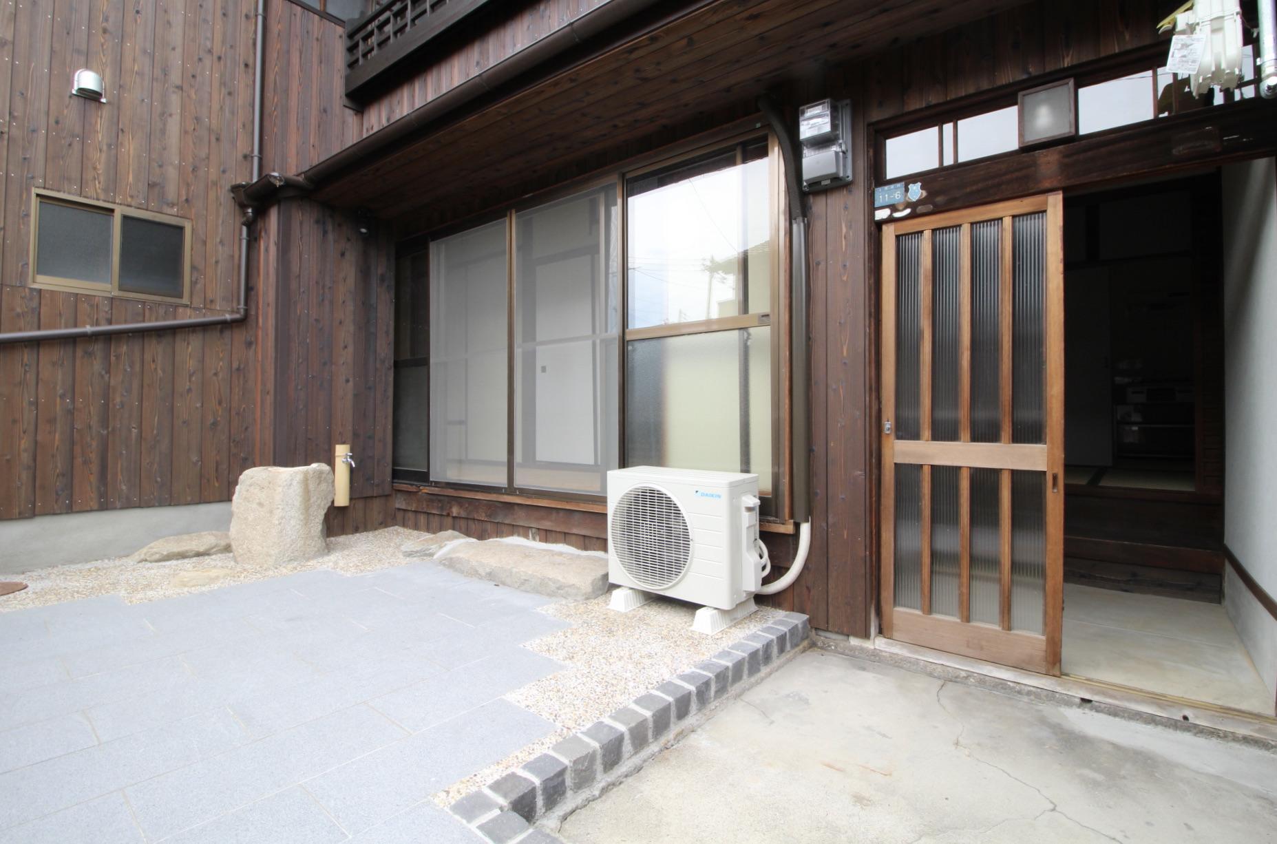 縁側から繋がる専用庭(101号室)