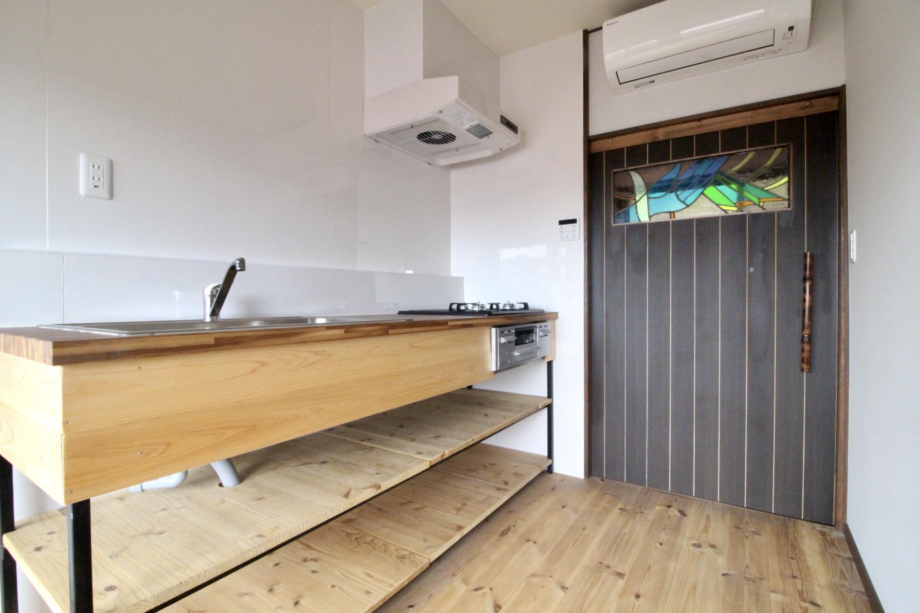 木製の広いキッチン(201号室)