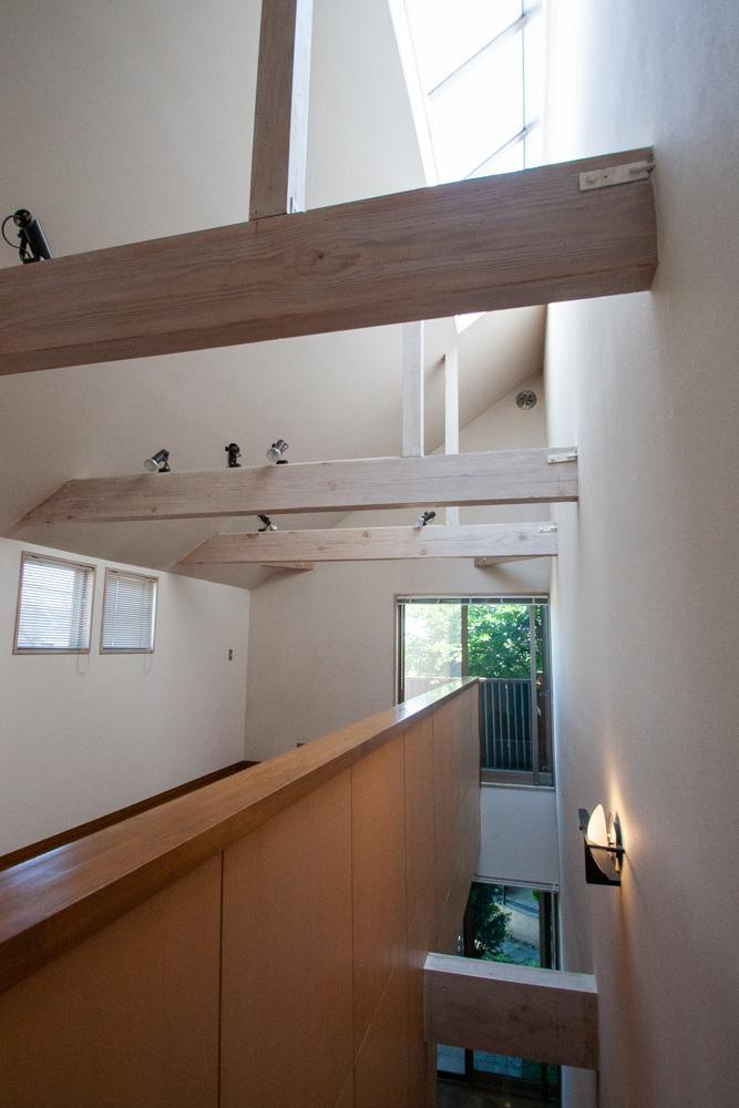1・2階を繋ぐ階段スペース