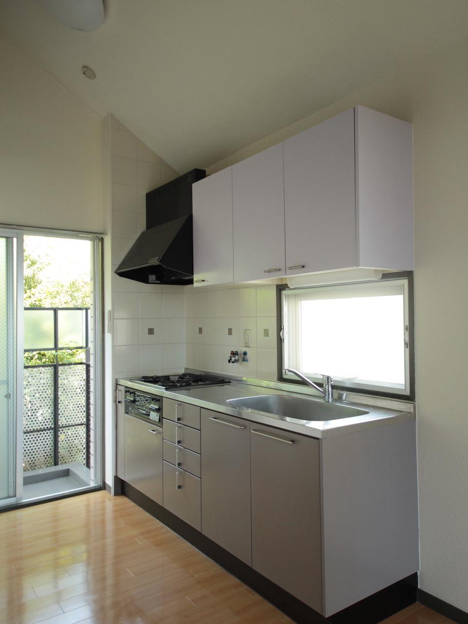 実用的なサイズのキッチン
