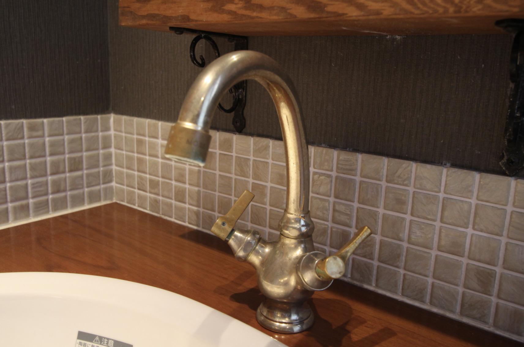 レトロな水栓