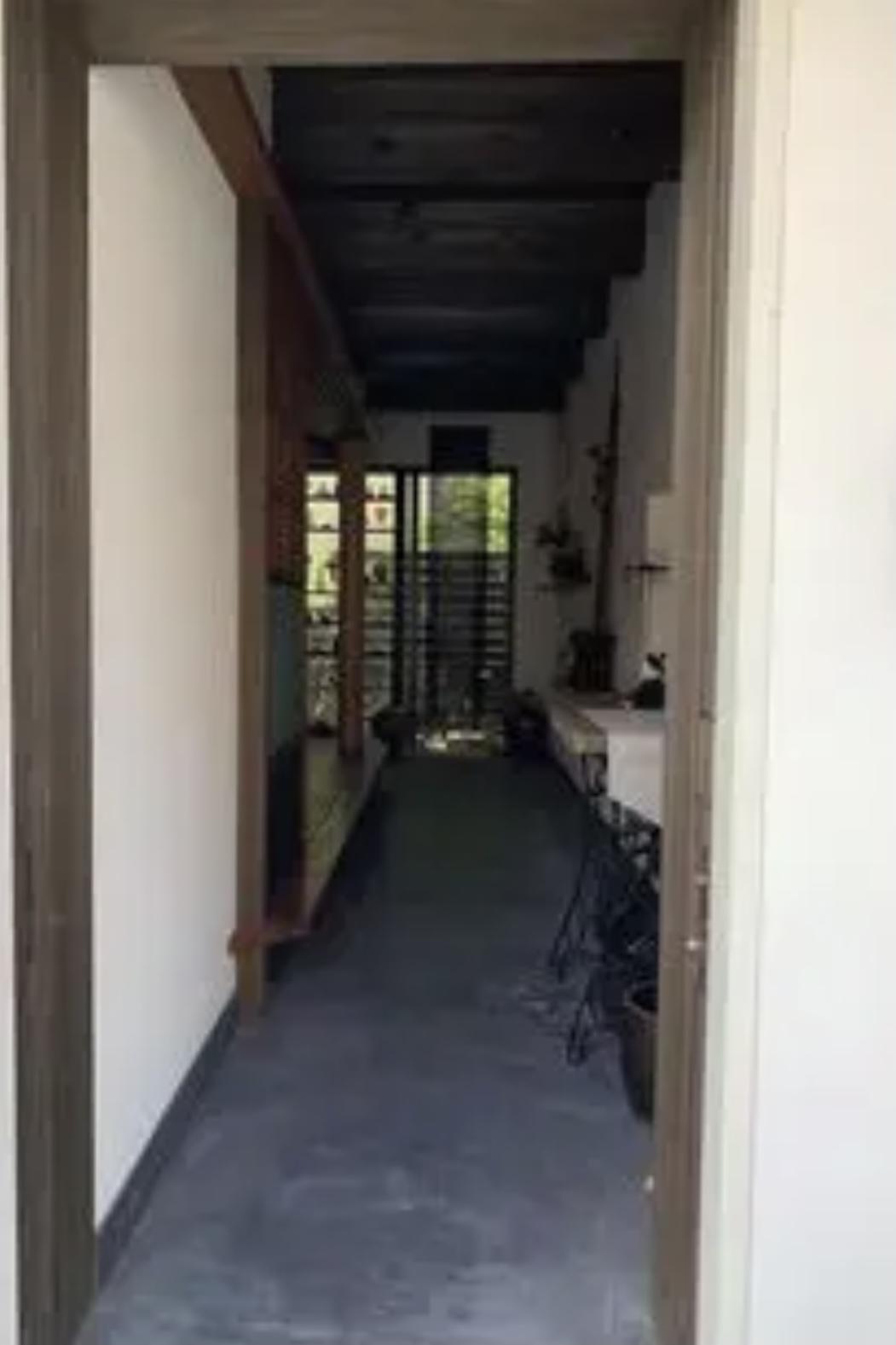 玄関から庭まで通り土間が貫く