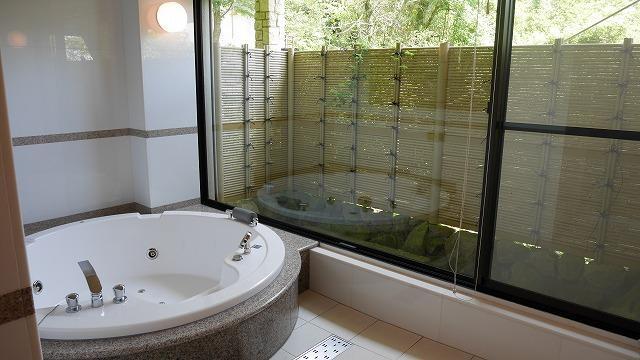 和風テイストの浴室