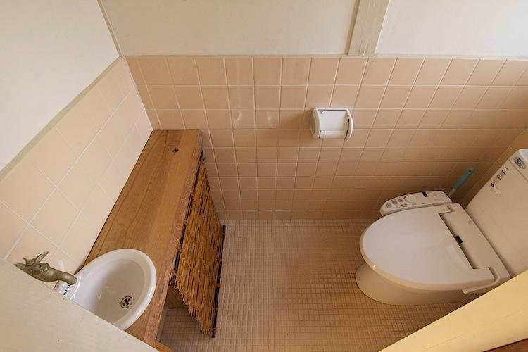 タイルや手洗い廻りが可愛いトイレ