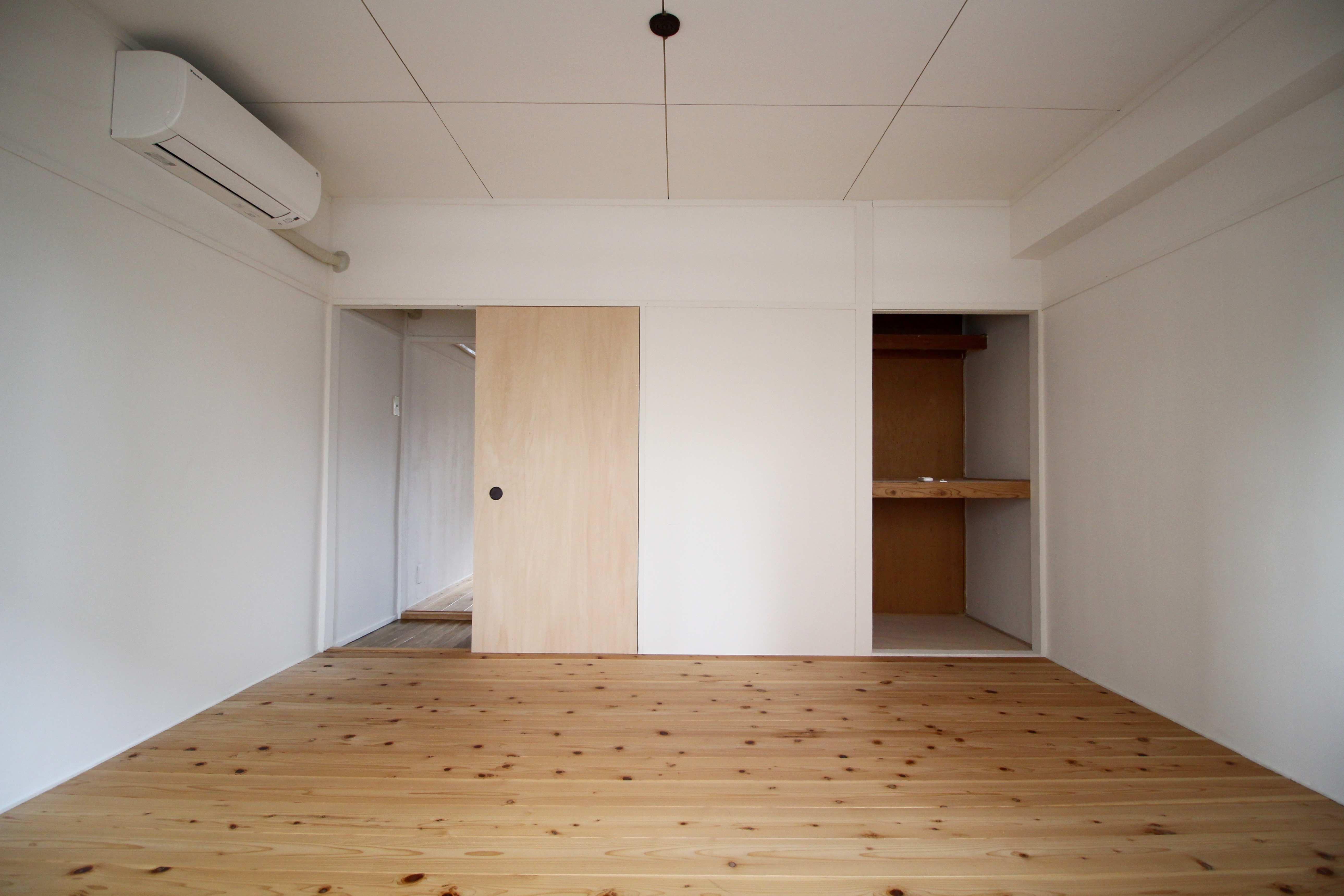 壁、天井は珪藻土入りの塗装仕上げ