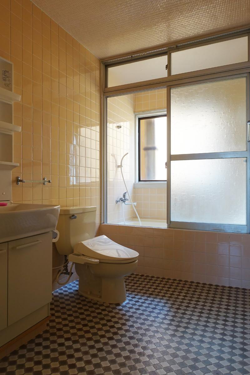 レトロな水回り。お風呂洗面トイレは1室になっています。