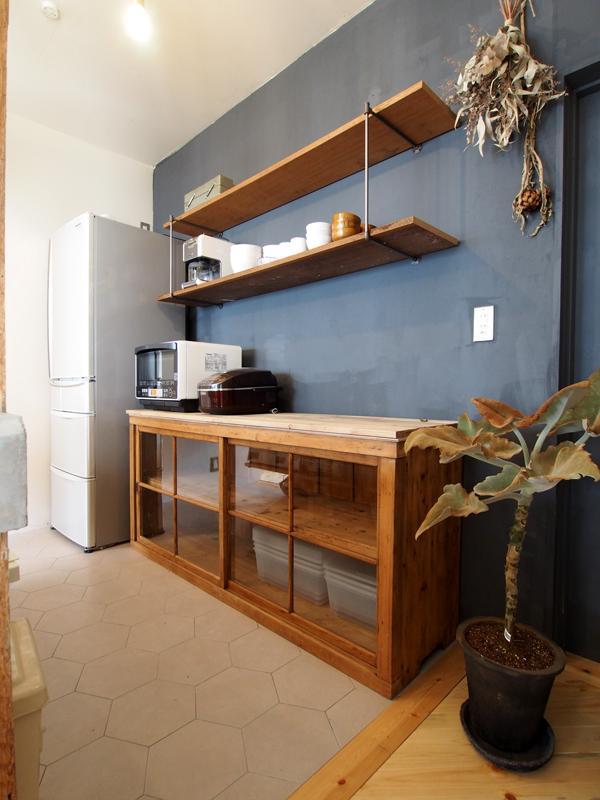 1階キッチン、収納棚