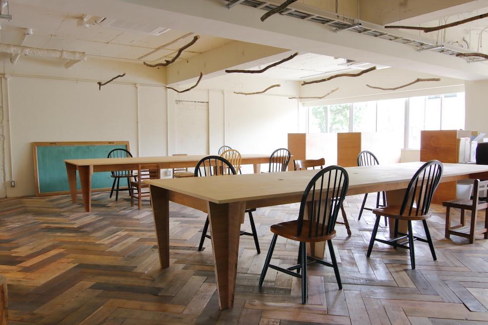 固定席は、窓際のブース席と、テーブル席に分かれています。
