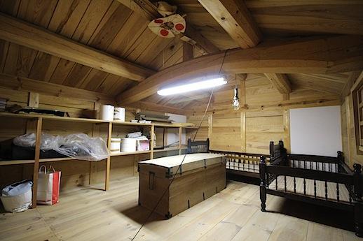 蔵の2階。隠れ家のようなスペース