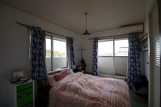2F寝室。緑と遠くまで抜ける空