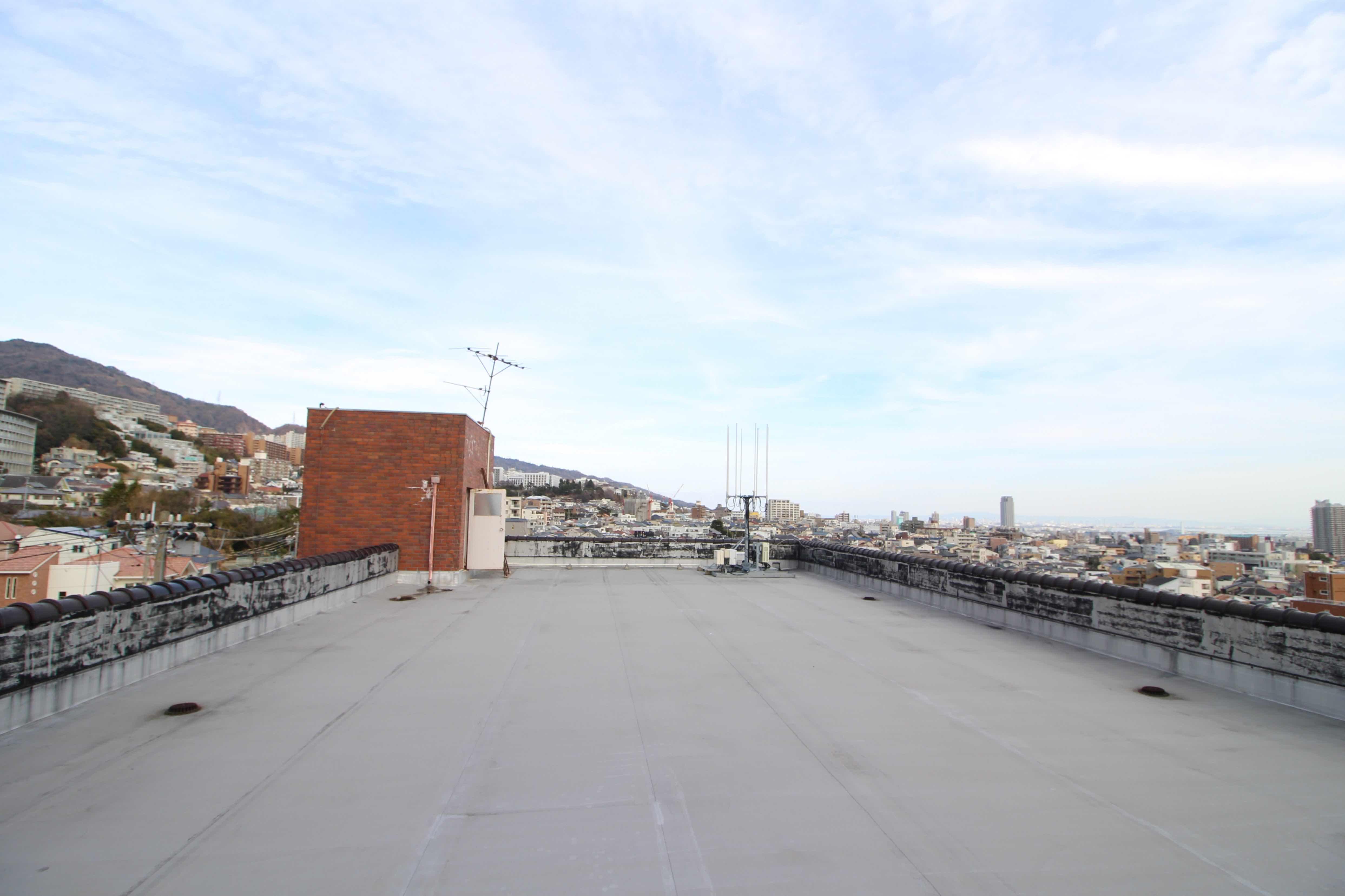 山から街なみ、海まで360度パノラマの屋上