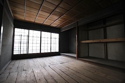 1Fの通りに面する部屋