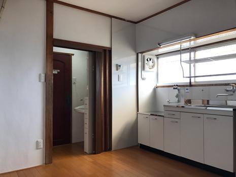 キッチンは明るく清潔感があります
