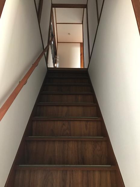木造階段の趣。