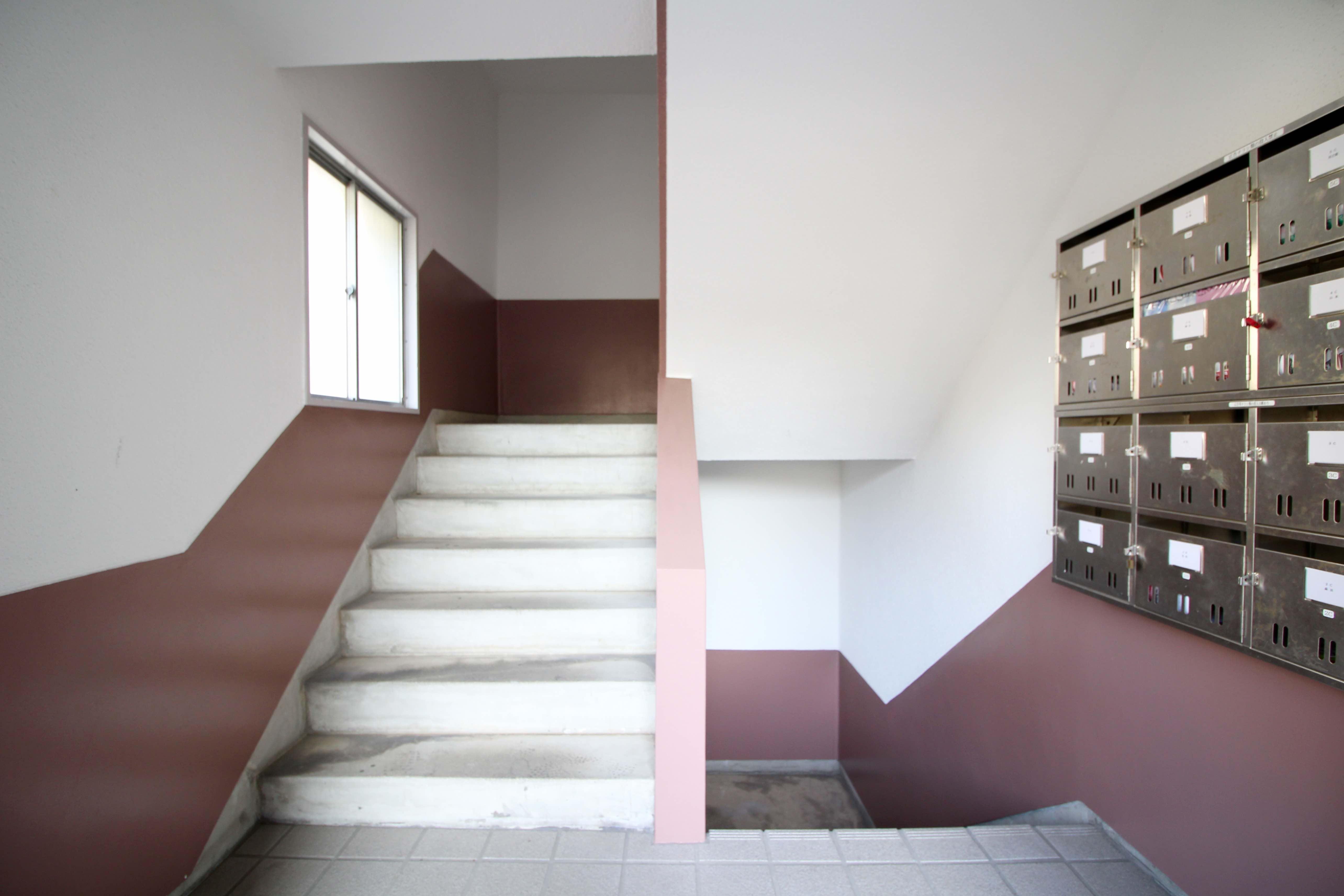 共用階段もレトロ