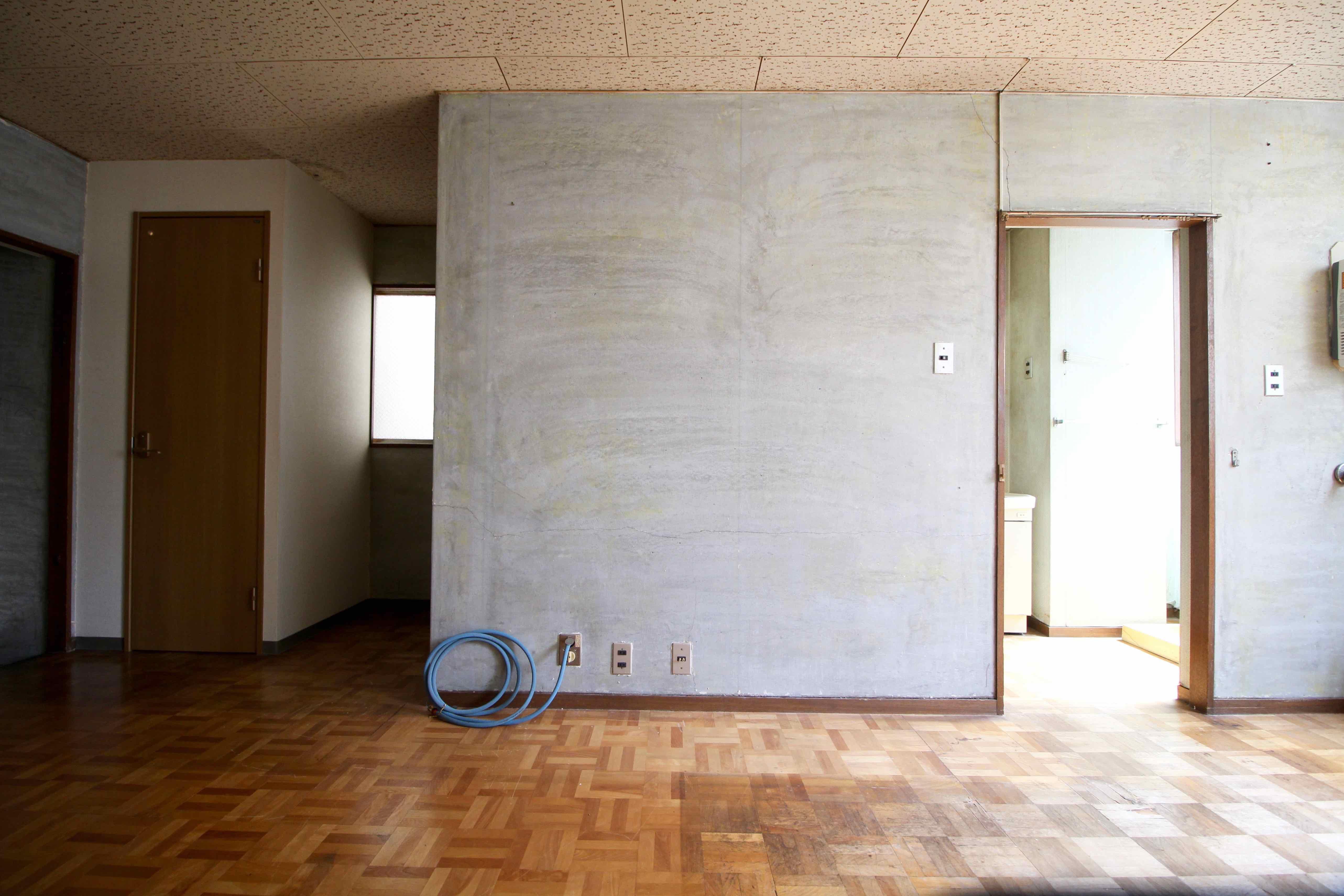壁の奥を倉庫にして…妄想膨らみます