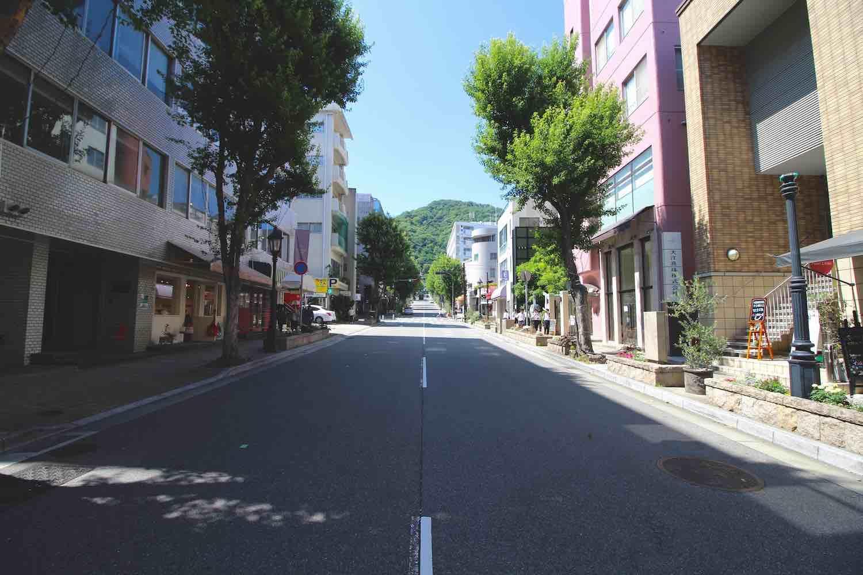 山を見上げる並木坂で (神戸市中央区中山手通の物件) - 神戸R不動産