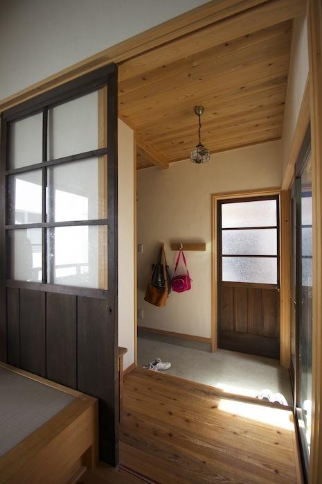 玄関。洗練された日本家屋の趣