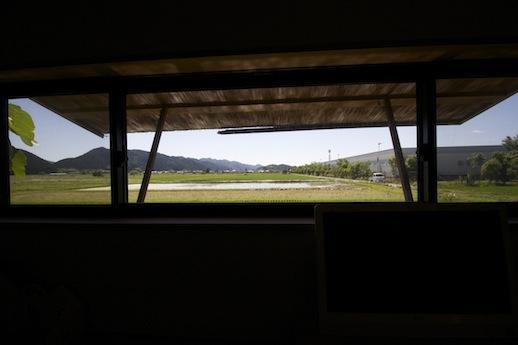 土間脇の洋室3.5帖から遮るものの無いファームビュー