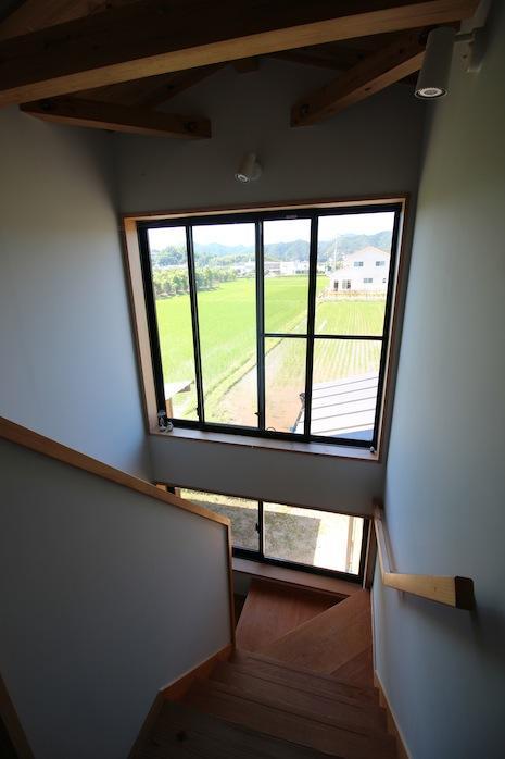 2F階段上からの景色に癒されます