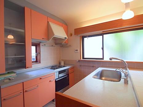 キッチン廻りは家具造り