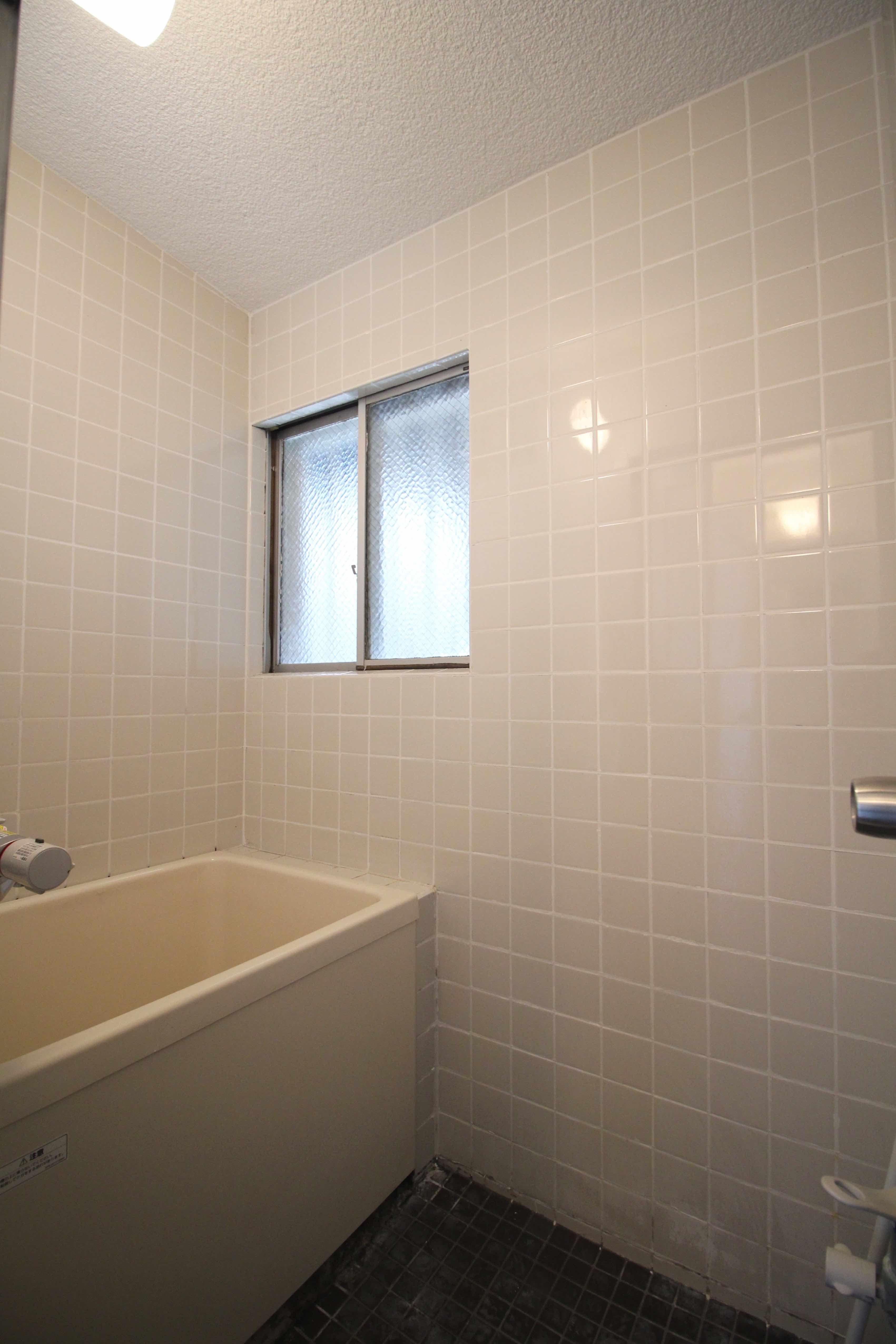 レトロタイルの風呂