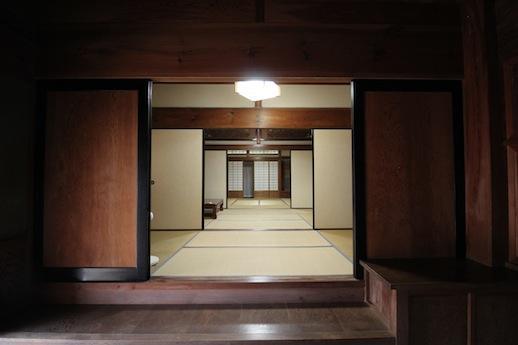 開放的な広間
