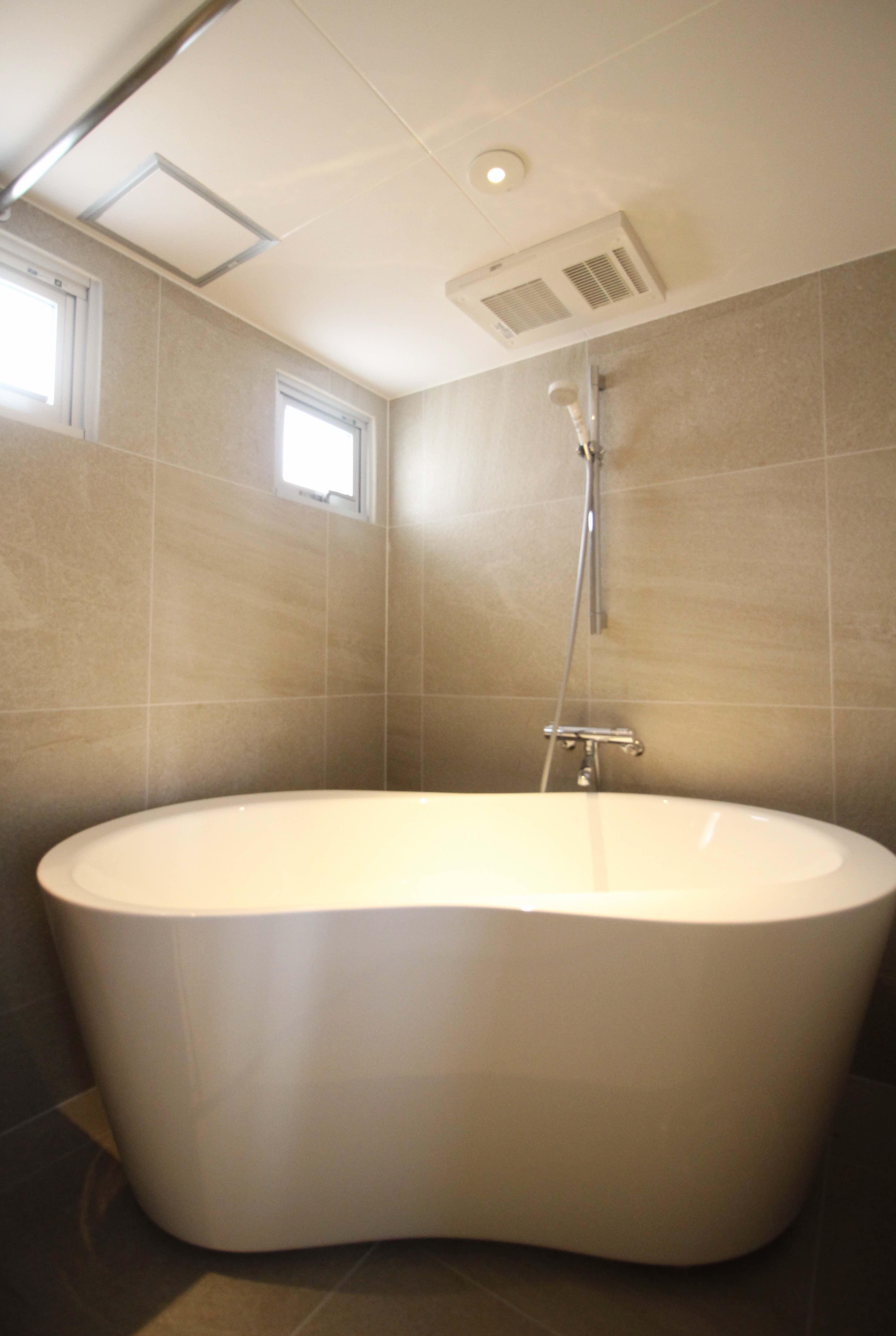 曲線の美しい丸みのあるフォルムの風呂